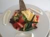 grund-resort_letni_jahodovy_salat_gouda__creme_fraiche_jarni_cibulka_a_domaci_chleb_zdroj_foto_grund_restaurant