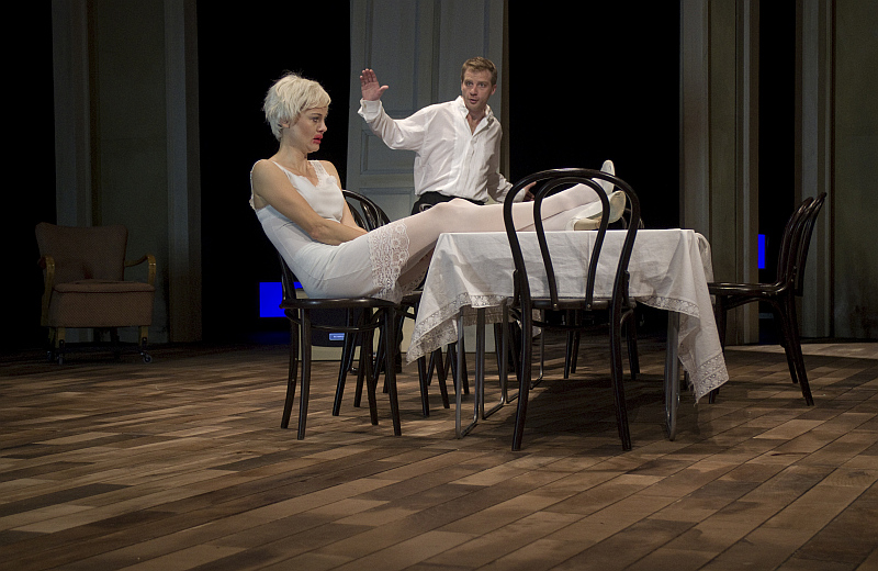 Divadlo na Vinohradech - Nesnesitelné svatby Foto: Viktor Kronbauer, Divadlo na Vinohradech, oficiální zdroj