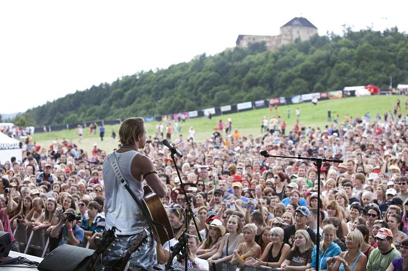 Tomáš Klus na loňském ročníku Festivalu Hrady CZ na hradě Točník Foto: Hrady CZ, oficiální zdroj