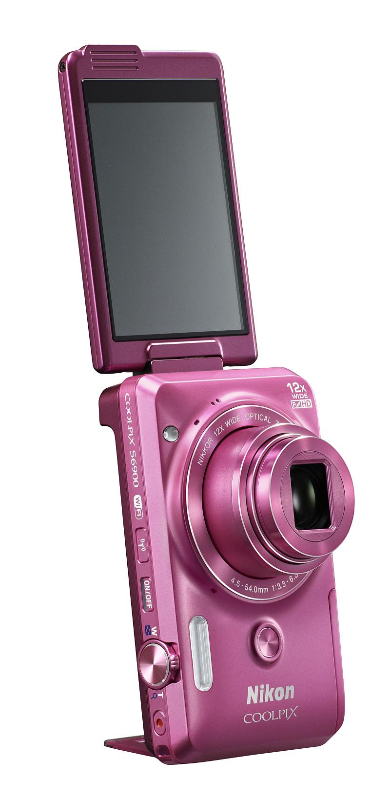 Fotoaparát Nikon COOLPIX S6900 ideální pro autoportréty a okamžité sdílení Foto: Nikon, ofociální zdroj