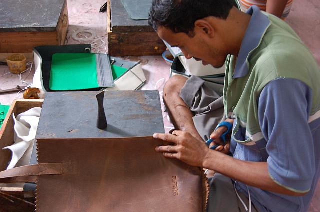 Výroba tašek z kolekce Myomy v indické Calcuttě Foto: Leeda, oficiální zdroj