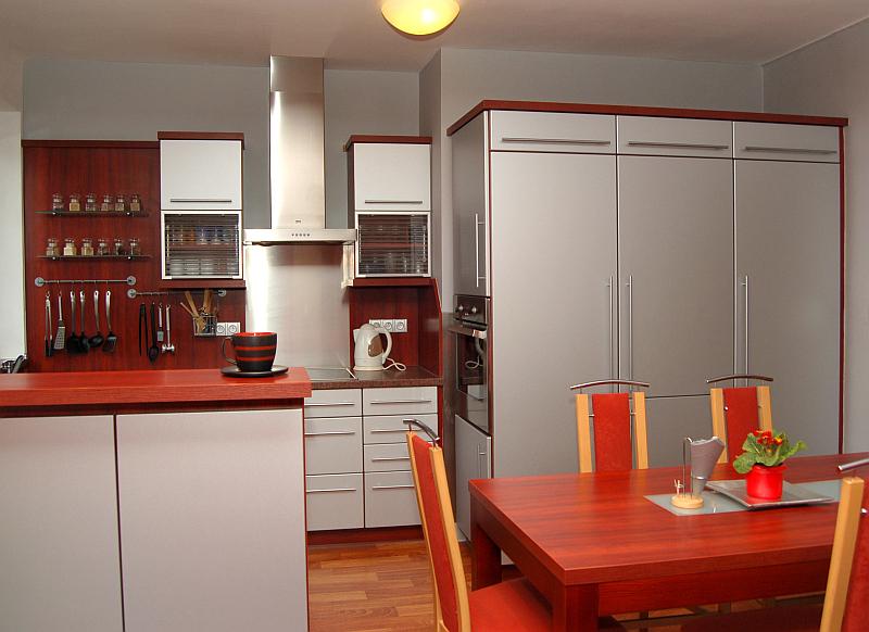 GRENA Kuchyňská dvířka: Tvar G 18, metalický odstín stříbrná Foto: GRENA, oficiální zdroj