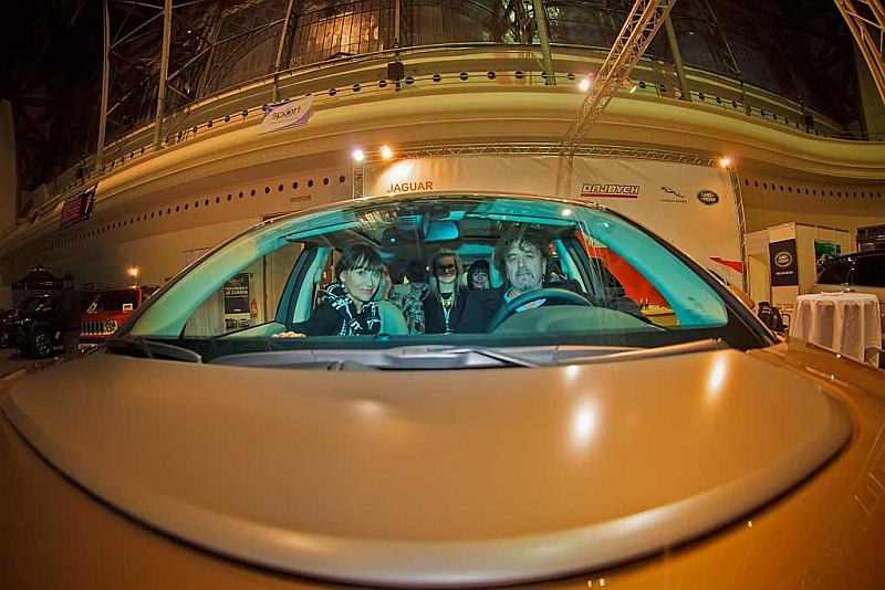 Testovací jízdu plně obsazeného Land Roveru Discovery Sport si vyzkoušela Petra Černocká s manželem  Jiřím Pracným a dalšími dobrovolníky Foto: Josef Edvard Gregor, Kloboukfilm, oficiální zdroj