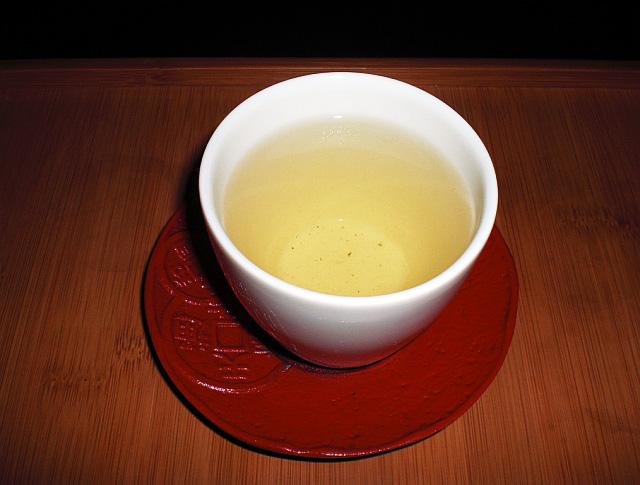 Zelený čaj v tradiční misce Foto: autor Creator Anarkia777, Wikimedia Commons
