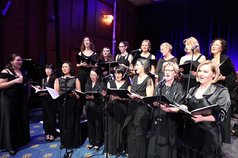 Vánoční charitativní koncert pražských hotelů Hilton: Mezinárodní ženský komorní sbor Viva Voce v čele se Soňou Frýdlovou Foto: Hilton, oficiální zdroj