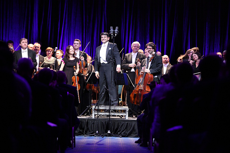 Vánoční charitativní koncert pražských hotelů Hilton: Filharmonie Brno pod vedením indického dirigenta Debashishe Chaudhuriho Foto: Hilton, oficiální zdroj