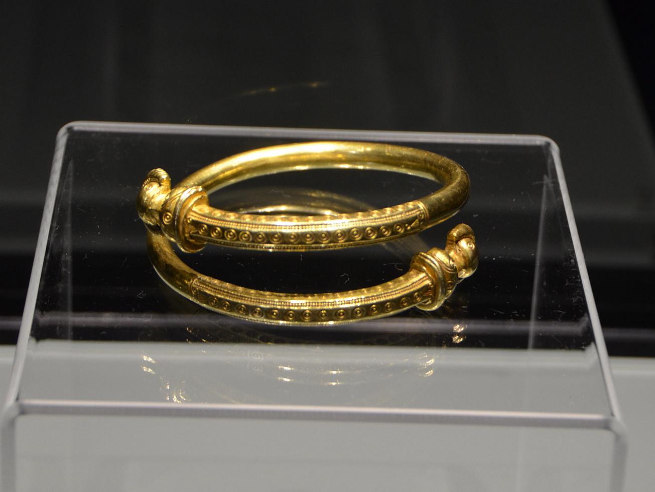 Zlatý náramek z dioby římské, zdroj: Národní muzeum