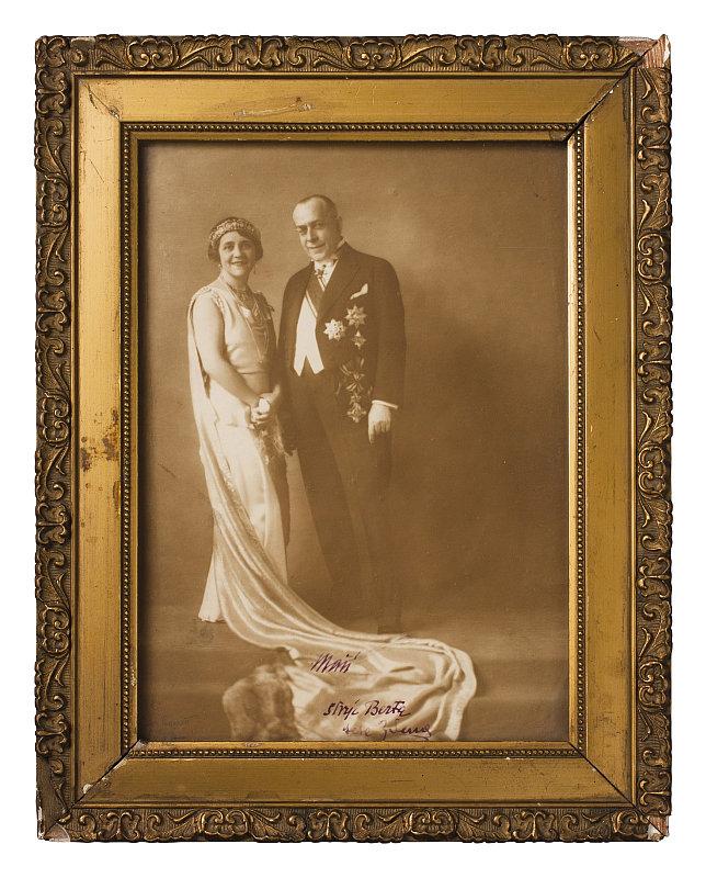 Diadém na dobovém fotu manželů Mastných Foto: Dorotheum, oficiální zdroj