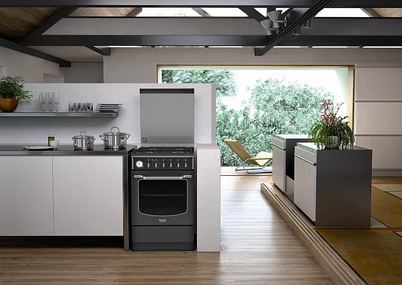 Stylový retro sporák Hotpoint HT5VM4A (AN) EA v antracitové barvě se hodí pro moderní i retro kuchyň Foto: Hotpoint, oficiální zdroj