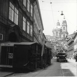 Karmelitská ulice po skončení bojů, foto Josef Voříšek, MMP HNN 8 933