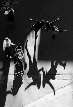 """Vítězná fotografie   soutěže NIKON KALENDÁŘ 2015  od Jana Knota nazvaná """"Hry Stínu"""" Foto: Jan Knot/Nikon, oficiální zdroj"""
