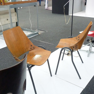 Aukční výstava retro nábytku