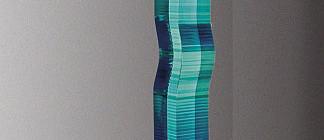 Bohumil Eliáš st.: Stéla sklo čiré, lepené, malované a broušené, kovový podstavec,, celková výška 227 cm vyvolávací cena 300 000 Kč Foto: Dorotheum, oficiální zdroj