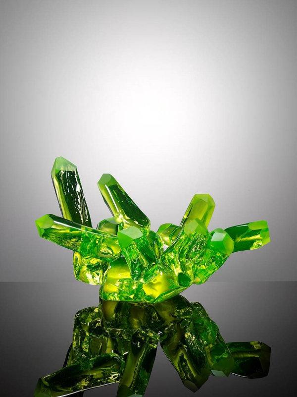 Maxim Velčovský: Mísa MINErals Nr. 1 sklo uranové, hutně tvarované, broušené, výška 25 cm, délka 42 cm, vyvolávací cena 55 000 Kč Foto: Dorotheum, oficiální zdroj