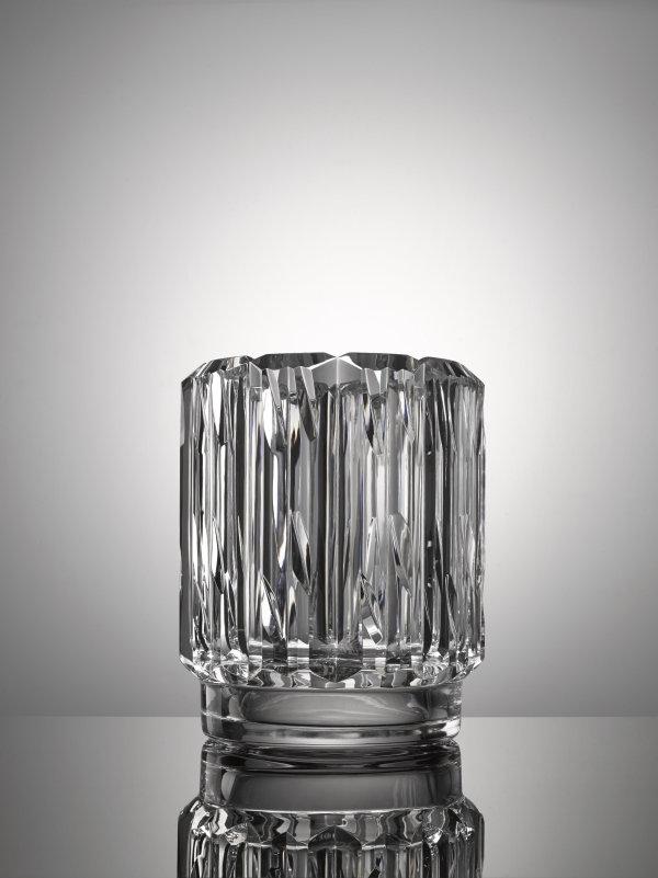 Patricia Urquiola: Váza Radiant sklo čiré, broušené, výška 27 cm, průměr 22 cm vyvolávací cena 70 000 Kč Foto: Dorotheum, oficiální zdroj