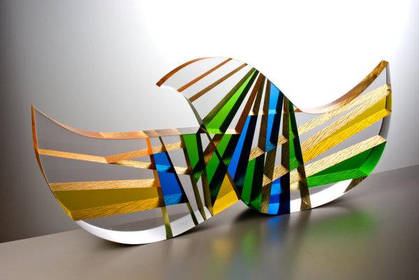 Pavel Hlava: Vzlet, 2002, sklo čiré a barevné, zlaté plátky, lepené a leštěné, rozměry 35 x 78 x 8 cm vyvolávací cena 280 000 Kč Foto: Karel Urbánek/Dorotheum, oficiální zdroj