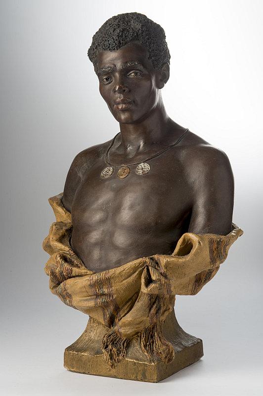 Aukce Dorothea: busta Afričan, návrh Léveque, keremika, výška 45 cm, zhotovila firma Goldscheider, kolem 1891 Foto: archiv Dorotheum