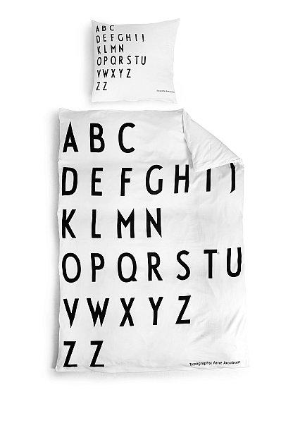 Povlečení Design Letters s písmeny od Arne Jacobsena, design Design Letters Foto: Designville.cz, oficiální zdroj