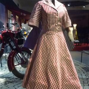 NM_Retro_ Kostičkované retro šaty