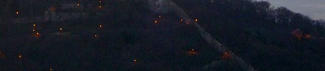 Večerní pohled na Petřínskou rozhlednu z Tančícího domu Foto: e-Newspeak