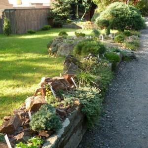 Skalničky_pohled na zahradu 2