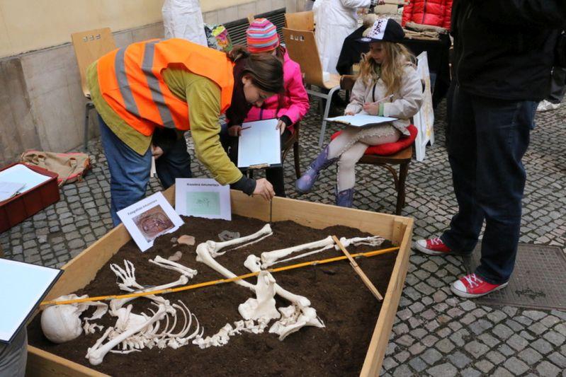 Mezinárodní den archeologie: archeologický workshop Foto: MHMP, oficiální zdroj