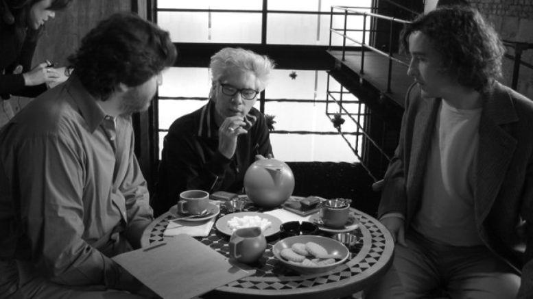 Jim Jarmusch: Kafe a Cigára - Alfred Molina, Jim Jarmusch a Steve Coogan Foto: The Kobal Collection/kino Dlabačov, oficiální zdroj
