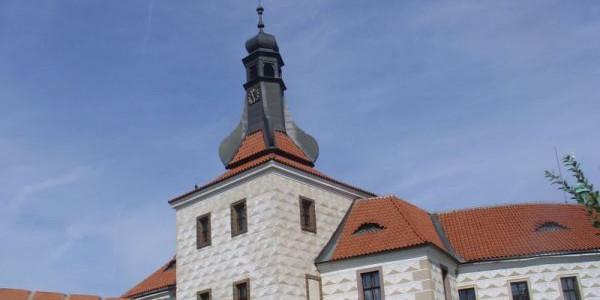 Zámek v Kostelci nad Černými lesy Foto: e-Newspeak