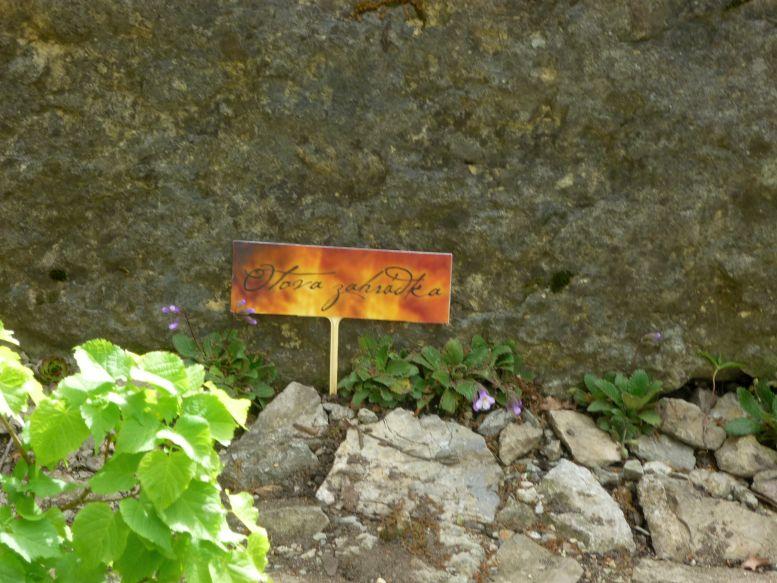Májová výstava skalniček: pamětní cedule Foto: e-Newspeak