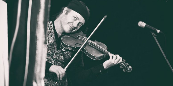 Pavel Šporcl vystoupil v rámci Sedmihorského léta již v roce 2015 se svým projektem Gipsy Way Ensemble, nyní s veleúspěšným projektem Bacha na Šporcla II Foto: ©Jitka Maděrová/Sedmihorské léto, oficiální zdroj