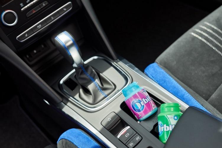 Pro potěšení z jízdy i svěží pocit a sebedůvěru v cíli povyšte dózu se žvýkačkami Orbit či Airwaves na nepovinnou výbavu vozidla  Foto: Orbit, oficiální zdroj