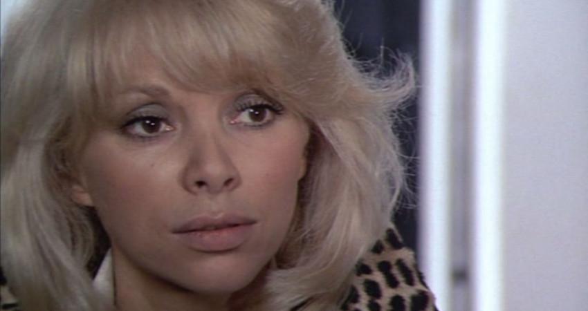 Mireille Darc. Scéna z filmu Velký blondýn s černou botou Zdroj: vlastní, v souladu s pravidly fair use