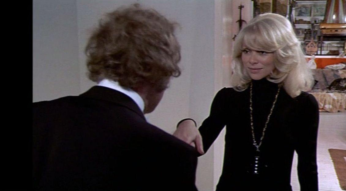 Mireille Darc. Scéna z filmu Velký blondýn s černou botou<br />  Zdroj: vlastní, v souladu s pravidly fair use