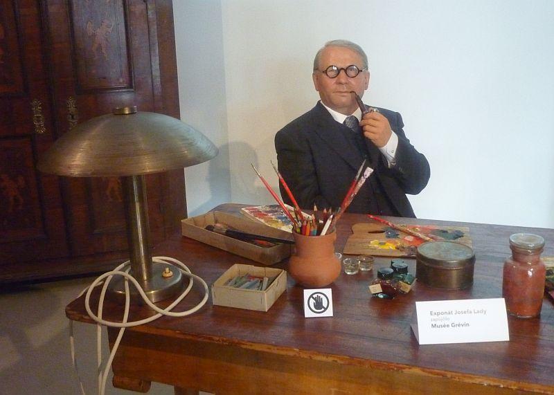 Josef Lada ve své pracovně, figurína z Musée Grévin Foto: e-Newspeak