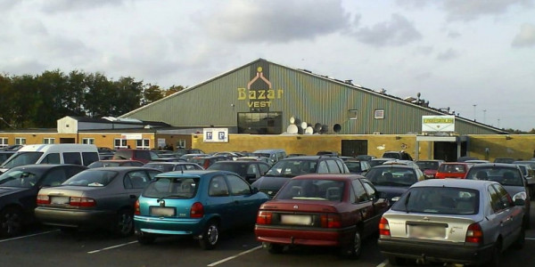 Autobazar Foto: Chran grants/Wikimedia Commons