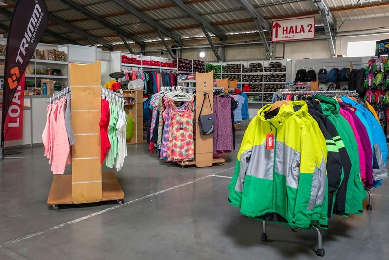 Výstava stanů - prodej turistického i volnočasového oblečení Foto: Pavel Ovsík/4camping.cz, oficiální zdrojj