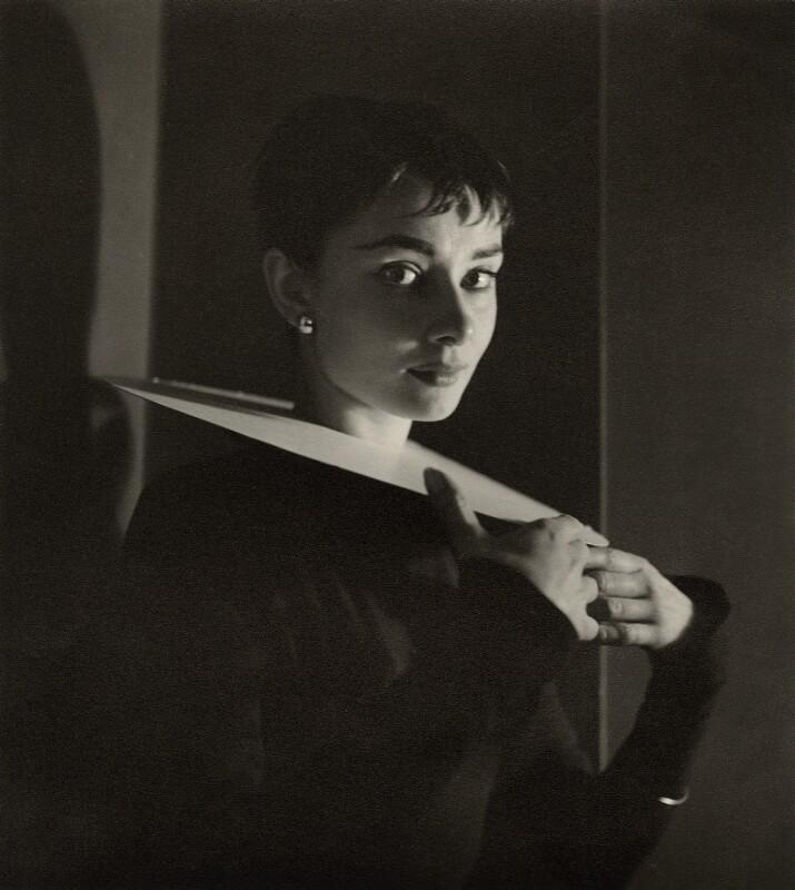 Cecil Beaton: Audrey Hepburn, 1954, bromografie Oficiální zdroj: Museum Kampa