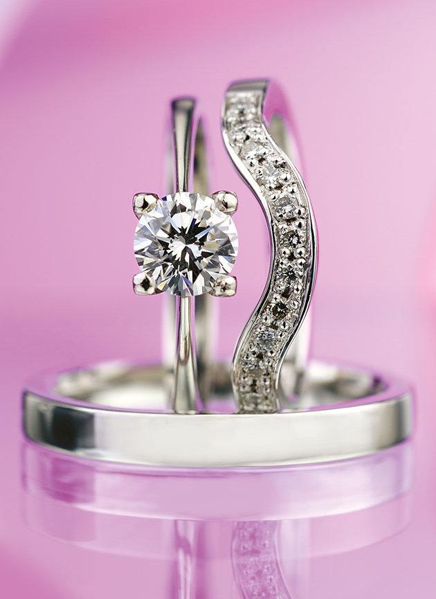 Set dámského zásnubního a snubního prstenu z platiny s diamanty 32 820 Kč, Esterstyl Foto: Esterstyl, oficiální zdroj