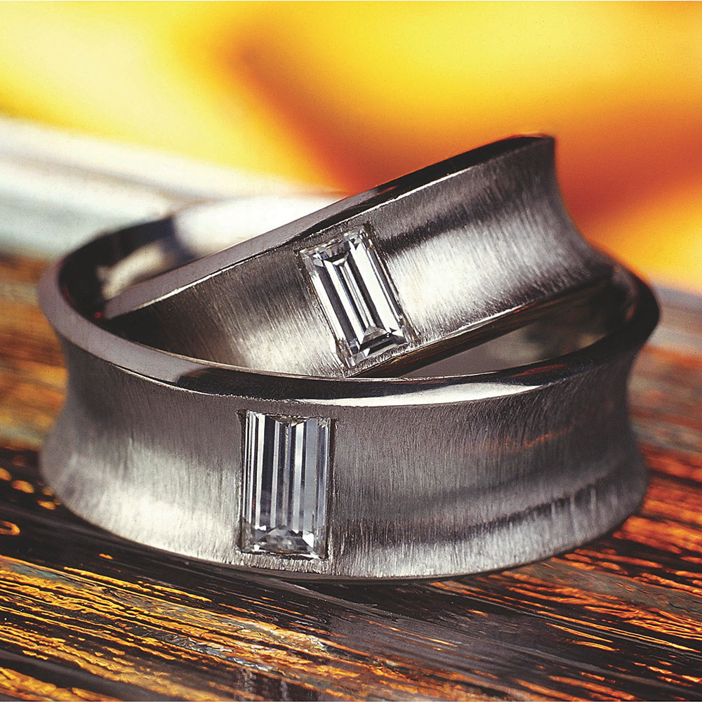Snubní prsteny z platiny osázené diamanty vybroušenými do tvaru baguette, cena 120 000 Kč, Esterstyl Foto: Esterstyl, oficiální zdroj
