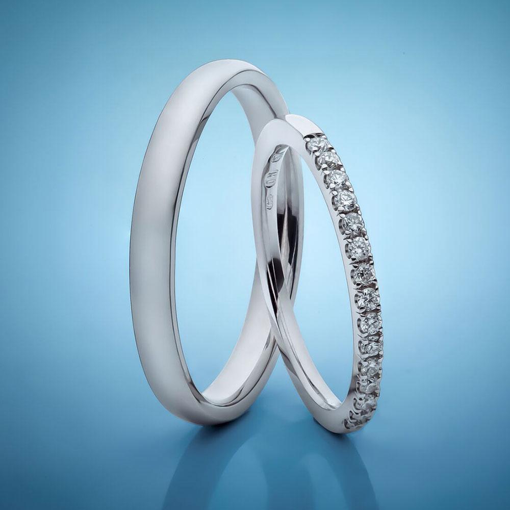 Snubní prsteny z platiny, dámský osázený drobnými diamanty 38 200 Kč, Esterstyl Foto: Esterstyl, oficiální zdroj