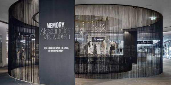 Alexander McQueen: Memory Foto: Filip Šlapal/OC Chodov, oficiální zdroj