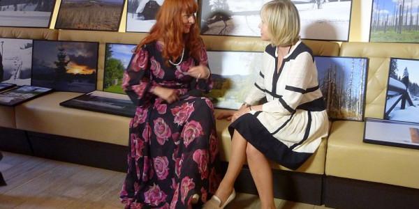 Autorka fotografií, Helena Váňová si o přírodě povídala na vernisáži s herečkou Janou Švandovou Foto: e-Newspeak
