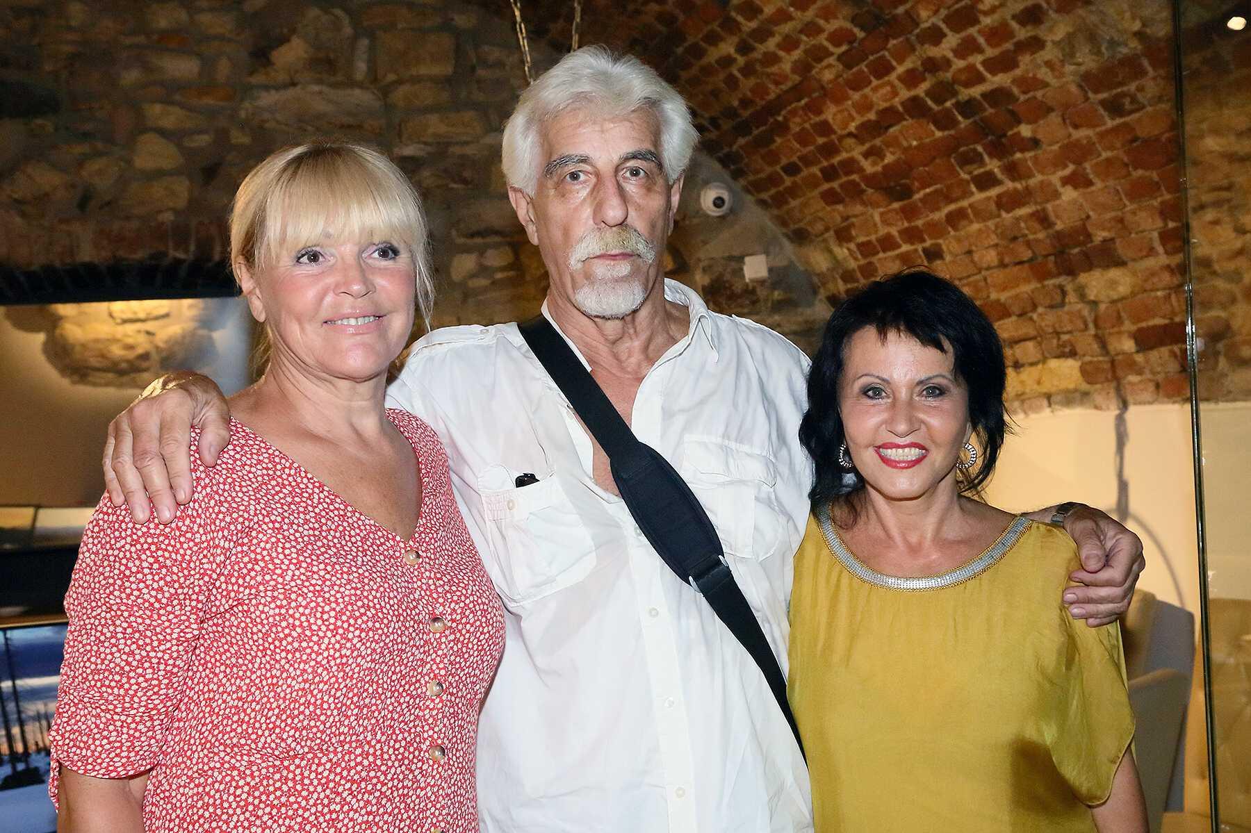 Zuzana Stirská (vpravo) s hosty konceru Věrou Martinovou a Jiřím Helekalem Foto:  Helena Váňová Production